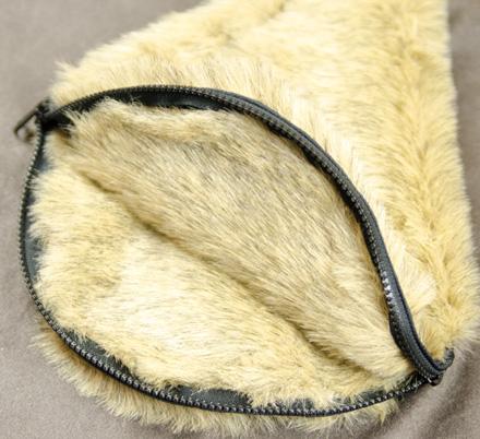 人とは違ったスタイルを出せるフェイクファーの自転車ハンドルカバー『Fake Fur Hundle Cover』 MAGIC NUMBER Holiday最新ITEM