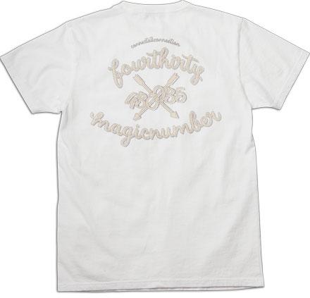 胸ポケットには刺繍、バックには大胆なグラフィック『 Link Tee』Magic Number × 430(Fourthirty)コラボアイテム_白