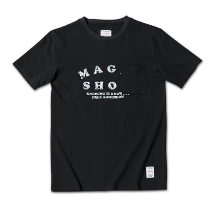 ポップな掠れロゴにかかる様に胸ポケットが付いているT『Magic Show Tee』MAGIC NUMBER 14SS最新ITEM_Black