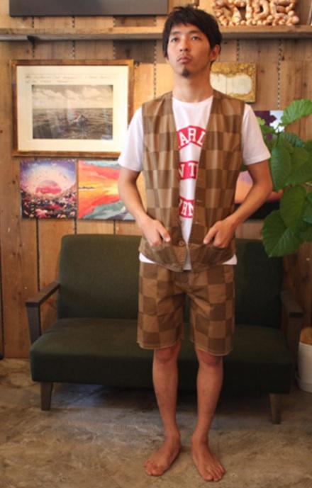 Tシャツとの組み合わせで映える、チェック柄のベスト『Cotton Twill Checker Pattern Vest Washed』MAGIC NUMBER 14HS最新ITE